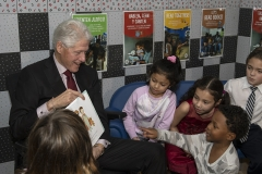 Bill-Clinton-Reading-to-Children-at-Laundromat